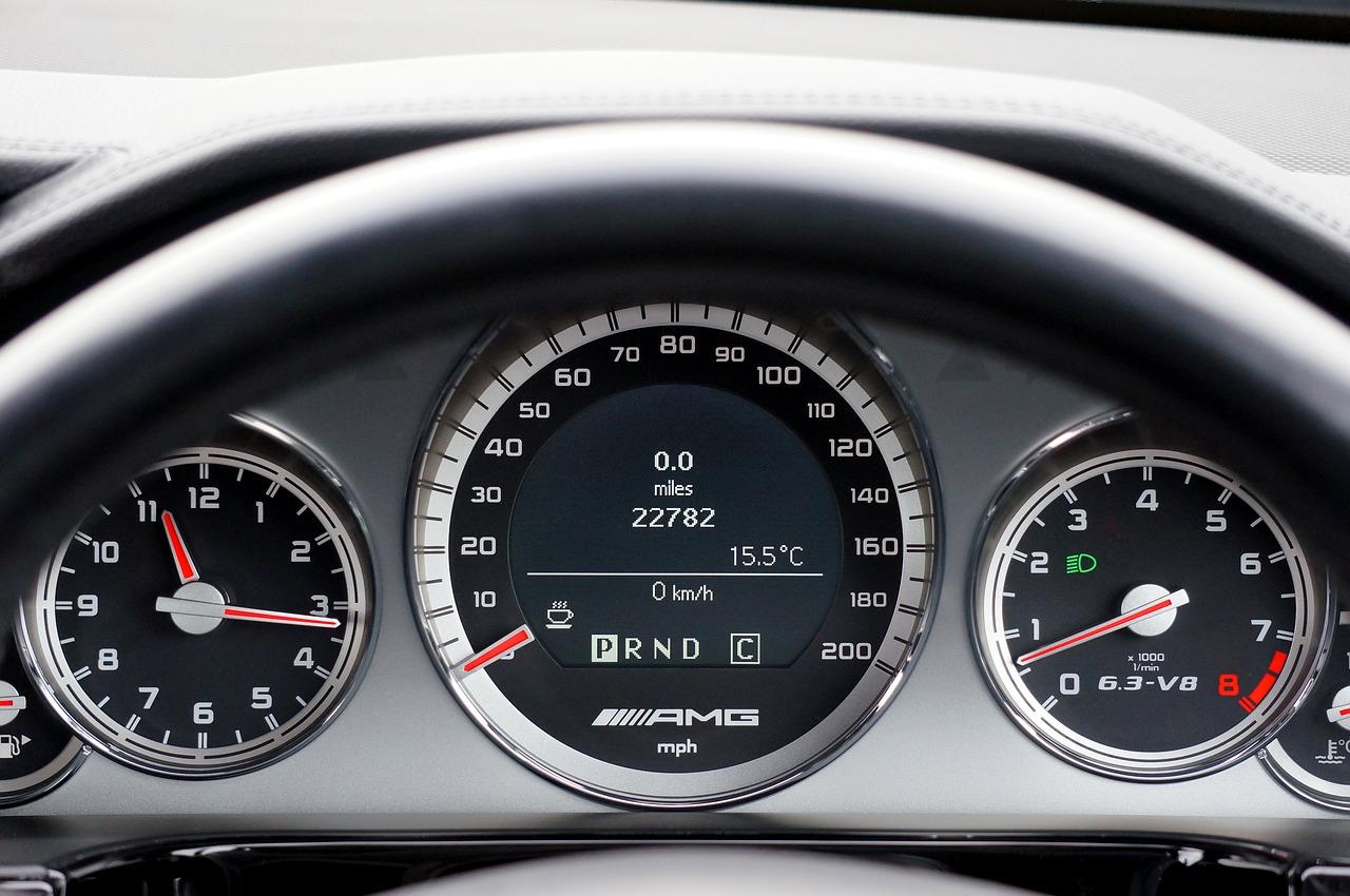 Poznaj 3 powody, dla których warto kupować samochody używane